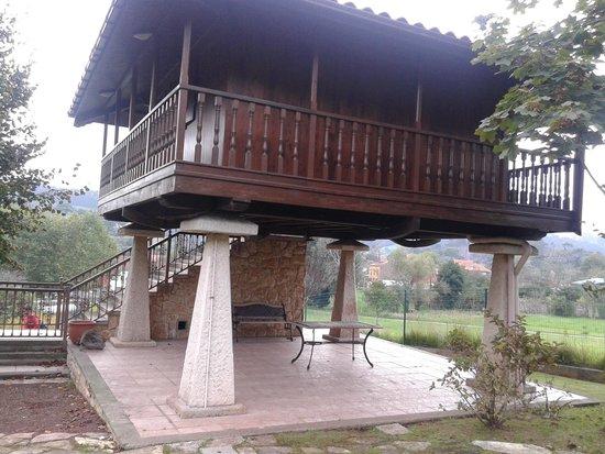 Casona El Carmen Hotel: Horreo del jardin del hotel