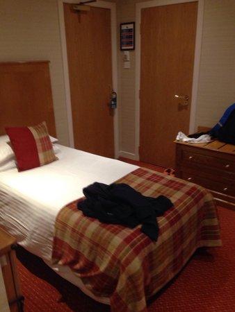 Atholl Hotel: Single bed room