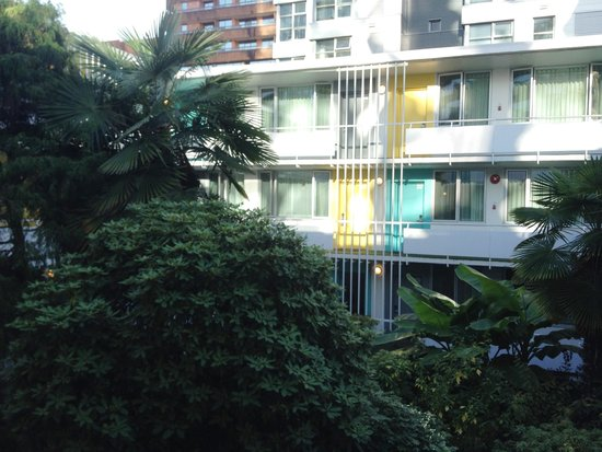 The Burrard: Burrard courtyard