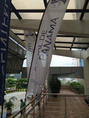Panama Canal Railway Company: Entrada