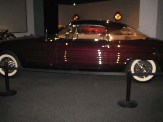 Petersen Automotive Museum : Luxury Car