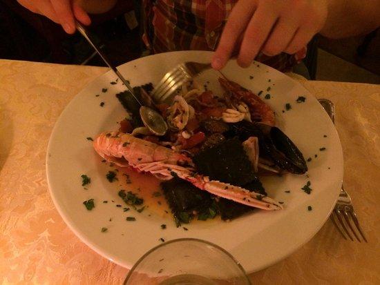 Damimo : Min sambo väldigt nöjd med seafood-rätten. Veg var också bra! Bra proffsig personal om något str