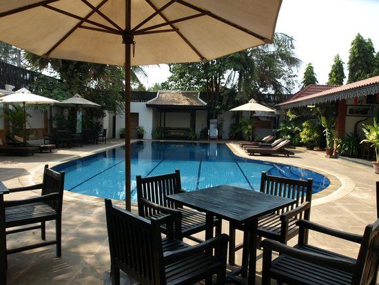 Lin Ratanak Angkor Hotel: lekker luieren bij het zwembad