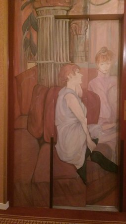 Hôtel des Arts - Montmartre: Beautifully decorated lift doors with painting typical of the Impressionist Era