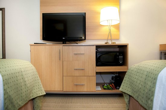Holiday Inn Spearfish - Northern Black Hills : Flat Screens, Microwaves & Refrigerators in EVERY Room!