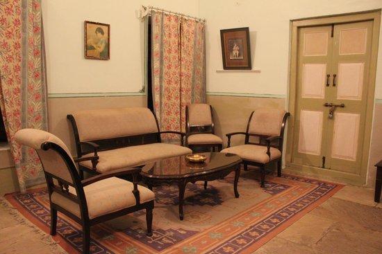 Neemrana's - Piramal Haveli: Sitting area in the room