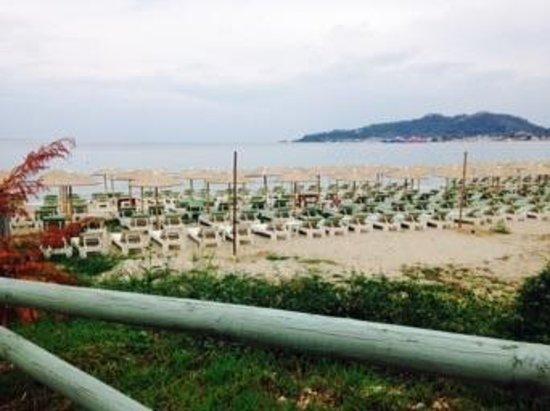 Villa Morfeas: the beach in front of the villa
