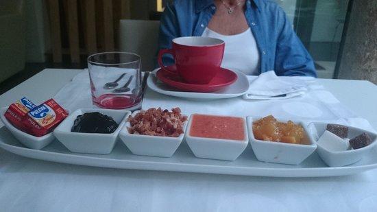 Hotel Viento10: Tapas breakfast