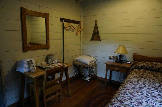 Roosevelt Lodge Cabins : Room