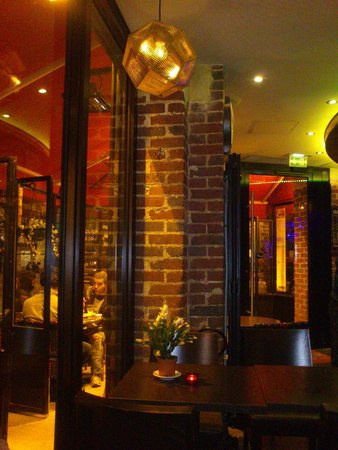 Cafe Hotel de l'Avenir : restaurant and lounge (left side)