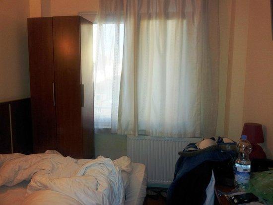 Letto matrimoniale attaccato al muro bild von atlas city hotel m nchen tripadvisor - Lettino attaccato al letto ...