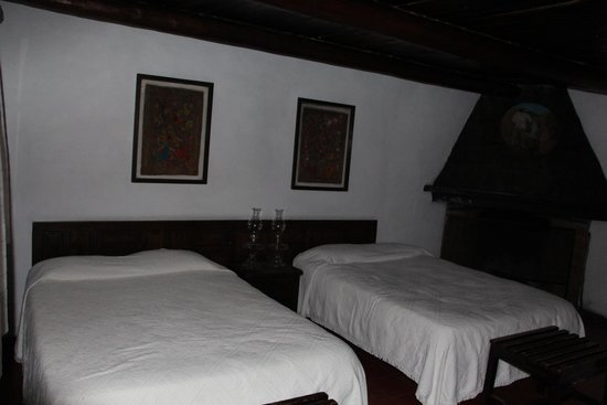 cusarare river sierra lodge: SPACIOUS AND CLEAN CABINS USE KEROSENE LAMPS AND WOOD BURNING STOVES.