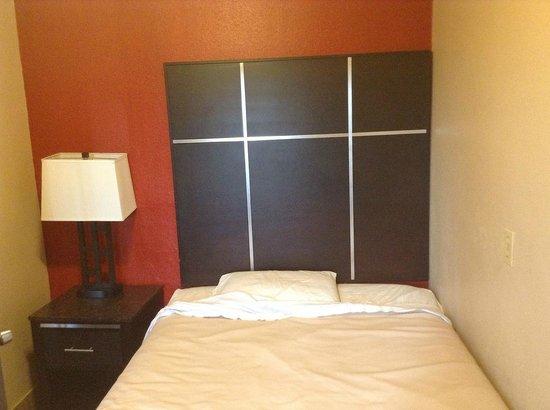 Harbor Inn & Suites Oceanside / San Diego: Second room suite