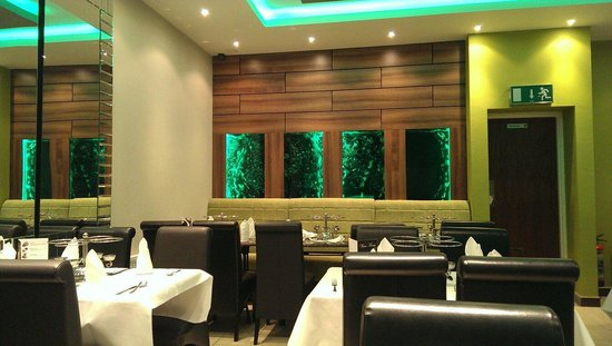 Delhi Deluxe Indian Restaurant: Mood changing lights work very well...