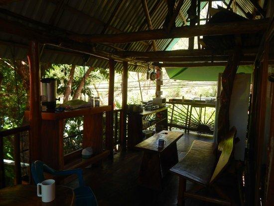Tico Adventure Lodge: Shared kitchen