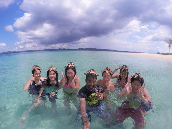 Majika's Island Resort: The gang and our starfish buddies