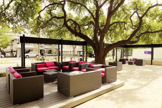 Le Meridien Dallas, The Stoneleigh: Outside Sitting