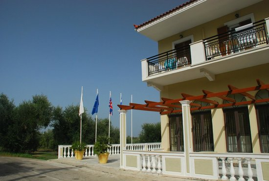 Pallas Hotel: Front of the hotel