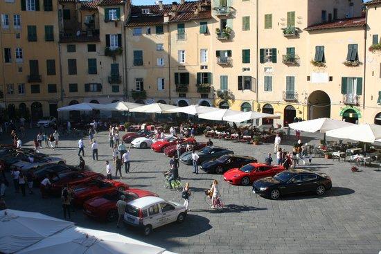 B&B Anfiteatro: view of the piazza - Ferari day