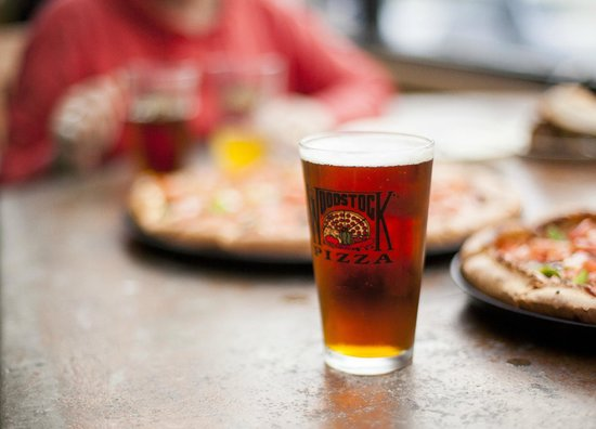 Woodstock's Pizza : yummy beers on tap