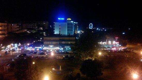 Bellevue Hotel: View at night