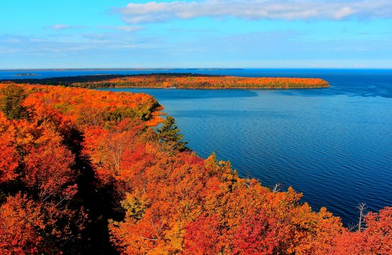 Somerset Inn & Suites: A blanket of color covers Peninsula State Park