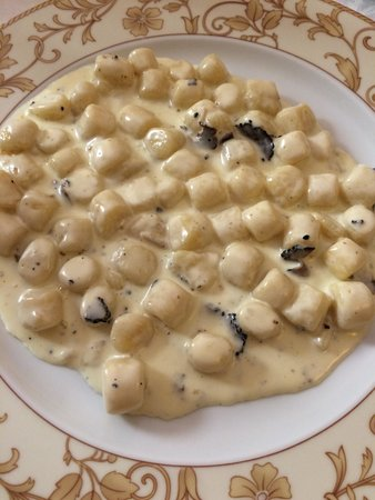 "Ristorante ""Taverna dei Consoli"" : Gnocchi with gorgonzola and fresh black truffles"