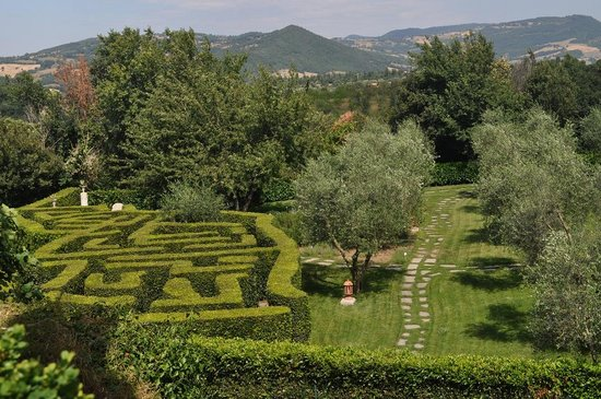 Sovana Hotel & Resort: The maze, viewed from our window