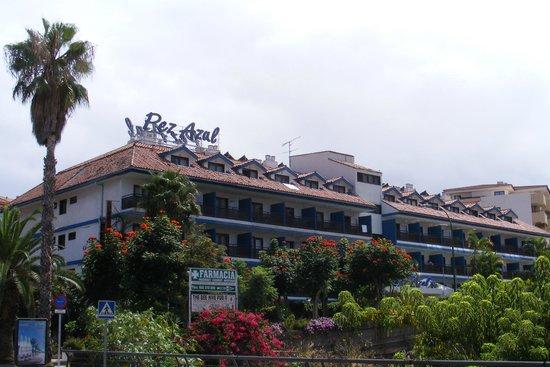 Apartments Pez Azul : Hotel Pez Azul vanaf de doorgaande weg