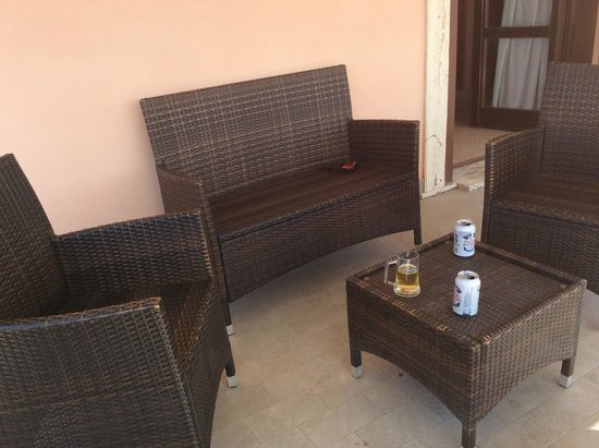 BEST WESTERN Hotel Riviera: Terrance furniture