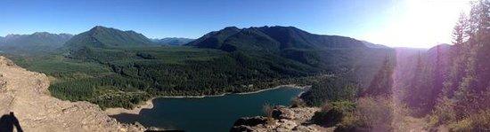 Rattlesnake Mountain Trail : View from the top - rattlesnake lake