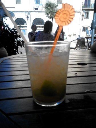 Bar NU-A: vaso de caipirinha
