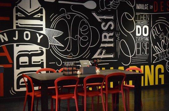 Melting Pot Bar & Bistro: Restaurant