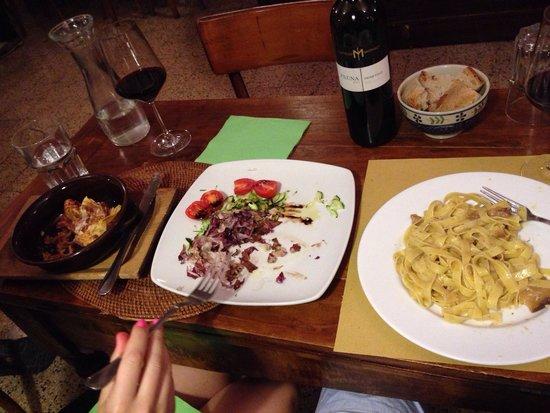 Monti DOC, Vineria & Buffet: Lasagna & Fettuccine with hot veg!