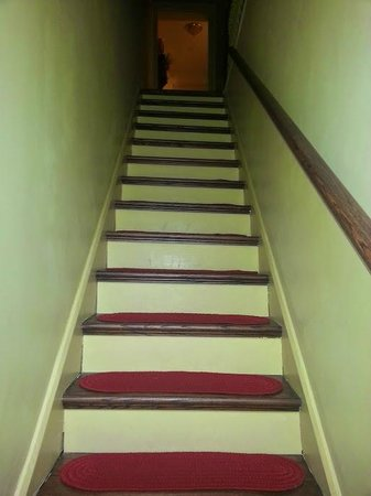 Brafferton Inn : Stairs up to rooms, Catharine's Cove