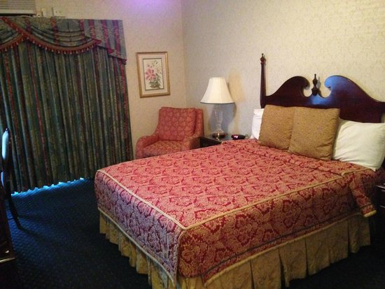 Carlyle Hotel: Room