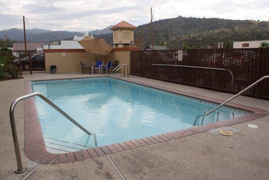 Yosemite Sierra Inn: Oakhurst Days Inn Pool