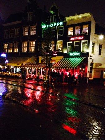 Cafe Hoppe: night view