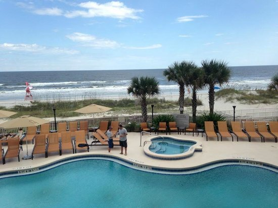 Courtyard by Marriott Jacksonville Beach Oceanfront: View from our balcony