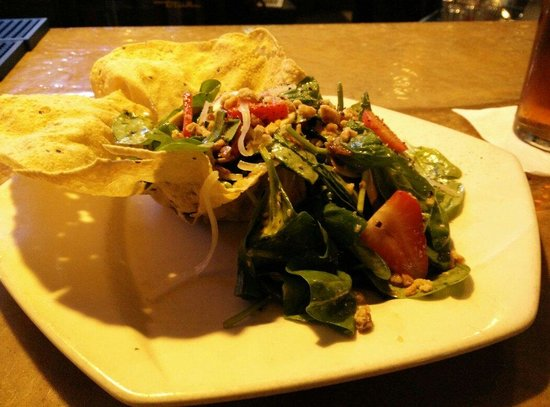 Boalsburg, PA: Spinach strawberry salad.. delicious
