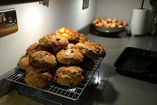 Rambler's Rest Guest House: fresh, homemade scones by Clare...delish!