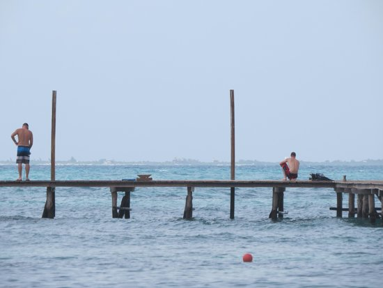 Fishing from the pier picture of mia reef isla mujeres for Isla mujeres fishing