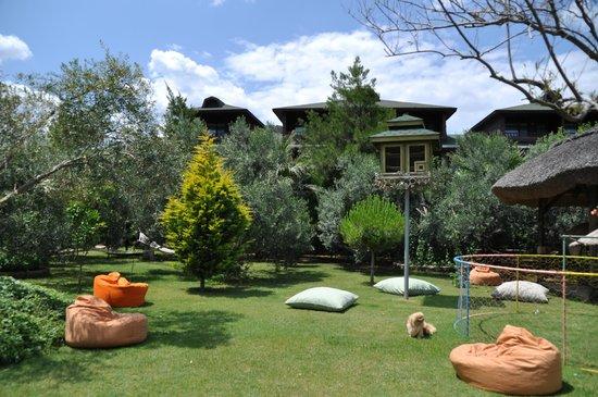 Kanara Hotel: Bahçe,Kuş Köşkü