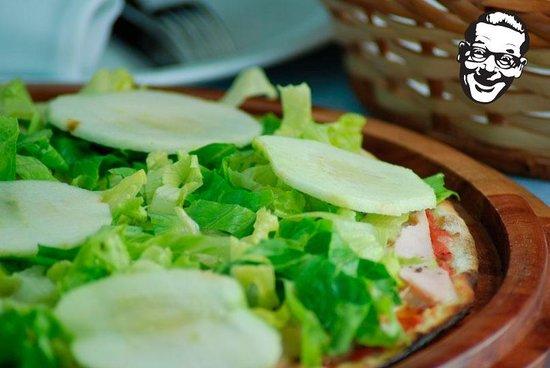 Vica Pota: Pizza Palmeiras (alface, maça, molho)