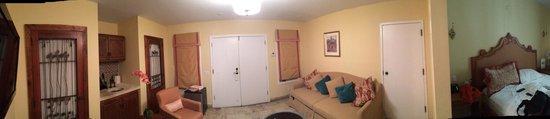 Impala Hotel: Room 208