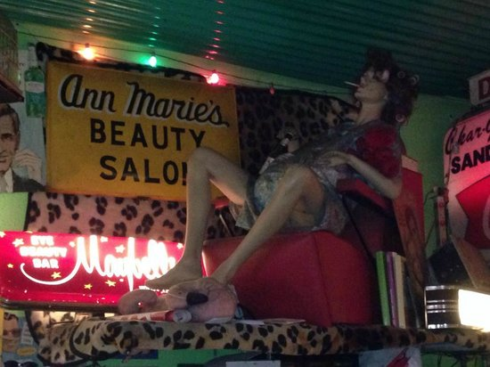 Trailer Park Lounge and Grill : Embodying the Trailer Park life
