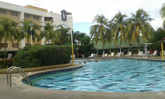 Hotel Aqua-Vi Suites & Marina: Area de la piscina