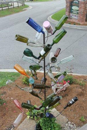 Darien Waterfront Inn: Bottle tree