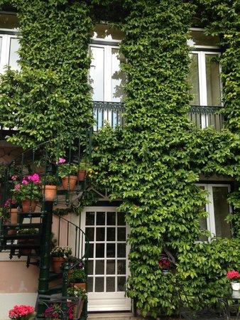As Janelas Verdes: Courtyard