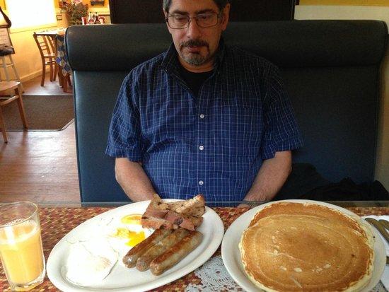 Priscilla's: BIG jumbo breakfast - couldn't finish the pancakes!
